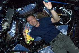 US astronaut Reid Wiseman has been tweeting while aboard the International Space Station.