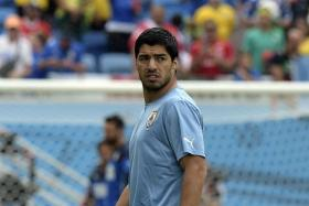 Uruguayans continue to back Luis Suarez over his ban for biting Giorgio Chiellini at the World Cup.