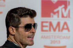 Robin Thicke's Q&A session to promote his new album backfired as he was trolled by numerous Twitter users.