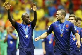 Hollands Bruno Martins Indi (left) and Ron Vlaar celebrate after winning the 2014 World Cup third-place playoff against Brazil.