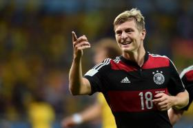 Bayern Munich's German midfielder Toni Kroos has signed for Real Madrid on a six-year deal.