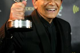 Casey Kasem still remains in a funeral home in Tacoma, Washington, a month after the famed American Top 40 radio DJ died.