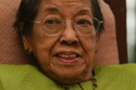 The first Malay woman who qualified as a medical doctor in Singapore, Dr Salma Ismail, 95, died of old age in Kuala Lumpur on Sunday.