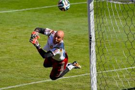 Pepe Reina in a Spain training session ahead of the World Cup.