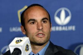 US striker Landon Donovan has announced that he will retire from football at the end of the current MLS season.