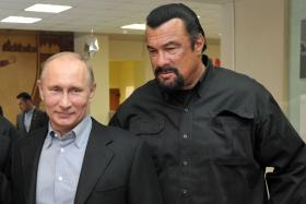 Steven Seagal performed at a concert in the breakaway region of Crimea on a stage decorated with the flag of pro-Russian separatists, AP reported.