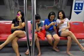 A study revealed that students in university spent 10 hours on their phones.