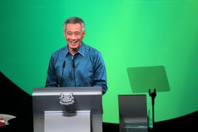 Singaporeans were invited to ask Prime Minister Lee Hsien Loong their burning questions on the different online platforms and the result was hilarious.