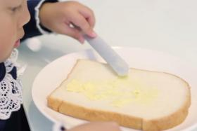 New knife invention uses body heat to melt butter destroying the problem of spreading hardened butter problems for everybody.