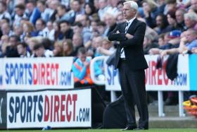 Alan Pardew has hit out at Newcastle United's fans and accused them of mass hysteria.