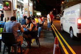 SAFE? Patrons at Geylang Road having dinner beside a busy street