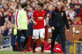Manchester United midfielder Ander Herrera has been diagnosed with a fractured rib.