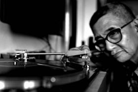 The Spin Doktor repairs vintage record players