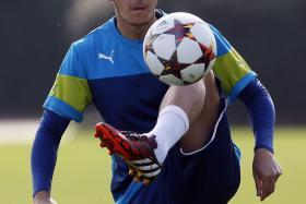 German tabloid Bild has claimed that German football defender Christian Lell claimed that Mesut Ozil has split from girlfriend Mandy Capristo.