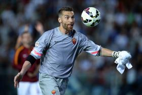 Roma goalkeeper Morgan De Sanctis says Italy is unlikely to witness gay footballers in Italy because of homophobic attitudes in the country's professional leagues.