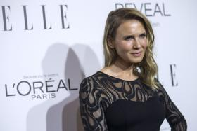 Renee Zellweger has been receiving alot of comments on how different she looks since her appearance at the Hollywood Awards on Monday Night.
