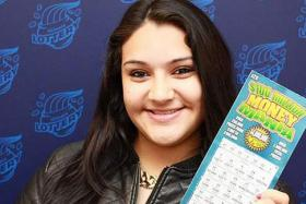 Deisi Ocampo of Chicago with her lottery-winning ticket.