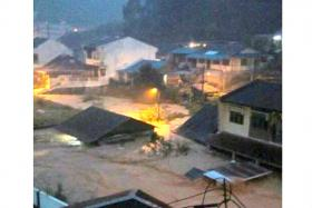 At least three people have been killed during the massive mud flood that was caused by the downpour at Cameron Highlands yesterday.