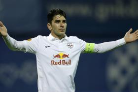 Salzburg's Jonatan Soriano celebrates his second goal against Dinamo Zagreb during their Europa League Group D soccer match at Maksimir Stadium in Zagreb November 6, 2014