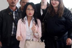 Malaysian tycoon Khoo Kay Peng is locked in a bitter divorce battle with former beauty queen wife Pauline Chai Siew Phin (in white).