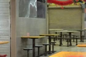 A netizen spotted rats and roaches while she was having a late dinner at a Teck Ghee hawker centre.