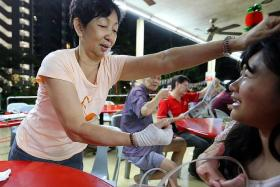 THREATENED: (Above) Ms Ng Yee Way reenacting the incident with the help of our reporter.