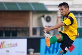 Fabian Kwok playing for Geylang International in May 2014