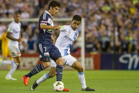 Playing as a defensive midfielder in place of the injured Erik Paartalu, Safuwan Baharudin (white jersey) made an assured, 60-minute debut as an A-League player in Melbourne City's 3-0 defeat by city rivals Melbourne Victory on Saturday, 7 Feb.