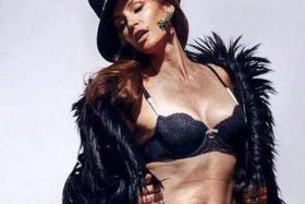 UK TV anchor Charlene White released this unretouched photo of Cindy Crawford on Twitter.