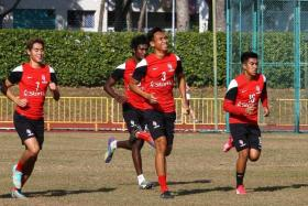 TWIN PILLARS: Afiq Yunos (No. 3) and Madhu Mohana (behind Afiq) believe they do well covering each other.