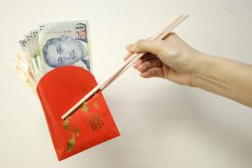 """How much?: The amount of cash to put in an ang pow is an enjoyable debate that married couples have during Chinese New Year.  If only there was a """"standard"""" rate."""