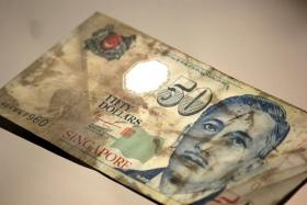A commuter wrote a heartfelt note of thanks to SMRT after its staff managed to retrieve a $50 note that fell into the escalator.