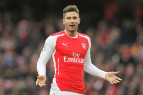 Arsenal striker Olivier Giroud claims that many of his teammates have a smoking habit.