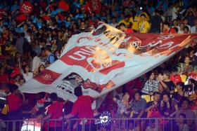 An SG50 banner being passed to the crowds at the Chingay parade on Feb 27, 2015.