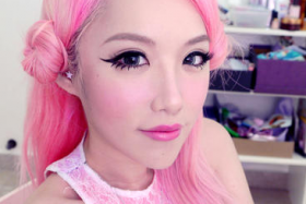 Popular blogger Xiaxue's latest expose on Gushcloud has led to Singtel apologising for its part in smear campaigns against its rivals, StarHub and M1.
