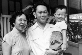 Mrs and Mr Lee Kuan Yew with son Hsien Loong in a photo that our Prime Minister uploaded on his Facebook page while reminiscing about old times.
