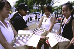 Michelle Oh (second from right) and her friends volunteered to give water out to the people queuing to enter the Parliament House.