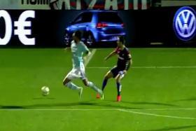 Joaquin Larrivey attempts to dive during Celta Vigo's La Liga match against Eibar.