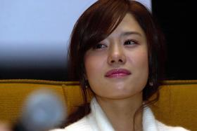 When actress Kim Hyun Joo heard about the Nepal earthquake on April 25, she requested to fly over to help the victims.
