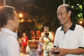 HONEST: Mr Sean Lee (Left) waited three hours for Mr Cui Hua Bi to return for the pouch he left behind.