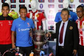 LionsXII coach Fandi Ahmad (second from left) and Kelantan coach Azraai Khor Abdullah (second from right) will do battle for the Malaysian FA Cup.