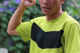 HEAVY HEART: Mountain guide Nizam Lokong helped carry Peony Wee Ying Ping's body.