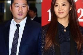 PAIRS: (above) Professional baseball player Oh Seung Hwan and girlfriend, Yuri from Girls' Generation.