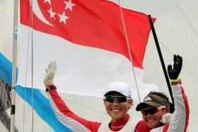 Singapore's Griselda Khng (R) and Sara Tan Li Ching  winning the gold