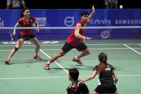 Debby Susanto (left, in red) and teammate Praveen Jordan of Indonesia take on Malaysia's Chan Peng Soon and Goh Liu Ying during the mixed doubles badminton final.