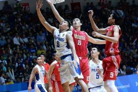 ERROR PRONE: Philippines (in white) coach Thomas Anthony Baldwin acknowledged that his team made too many mistakes in the men's basketball final against Indonesia.
