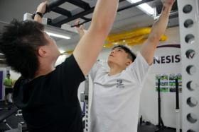 The New Paper's David Sun (left) and Mr Yeo Kim Yeong take part in a pull-up challenge - who can do the most pull-ups in 20 seconds?