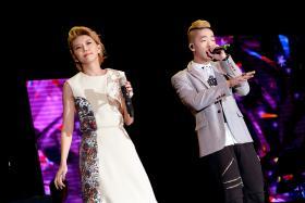Stefanie Sun onstage with Shigga Shay