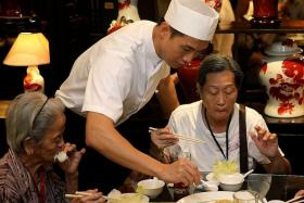 CHEF: Qi Yuwu (above) made herbal soup and steamed egg for the senior citizens.