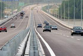 S'pore driver dies after Porsche plunges into ravine on Second Link highway